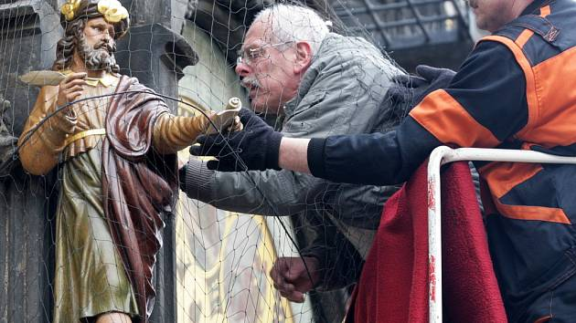 Na pražský orloj se ve středu 14. března 2012 vrátily zbylé čtyři restaurované sošky.