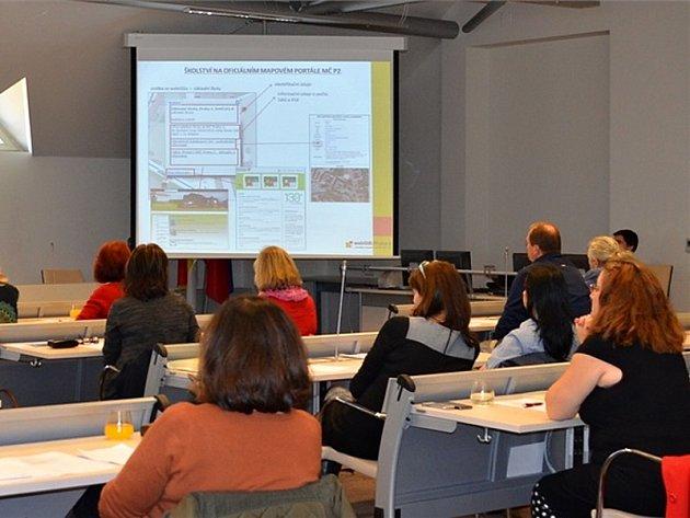 Od listopadu je na oficiálním mapovém portálu Prahy 2 k dispozici také Katalog škol zřizovaných městskou částí. I ten obsahuje širokou škálu informací včetně 19 interaktivních karet s podrobnými informacemi o základních a mateřských školách.