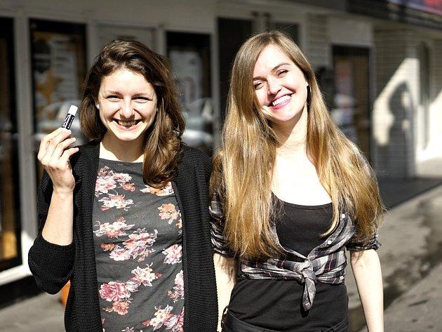 Lišky mazané. Petra Seidlová a Tereza Máčelová (zleva).