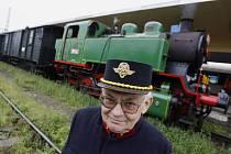 Ze Smíchovského nádraží odjel v časných ranních hodinách historický vlak tažený parní lokomotivou s označením 213 902 z roku 1947 do Zdic na oslavu založení zdické výtopny, která slaví 80 let od svého založení.