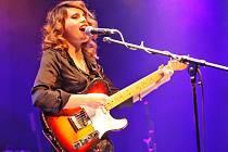 Anglická zpěvačka a kytaristka Anna Calvi je pozoruhodnou osobností současné nezávislé rockové scény.