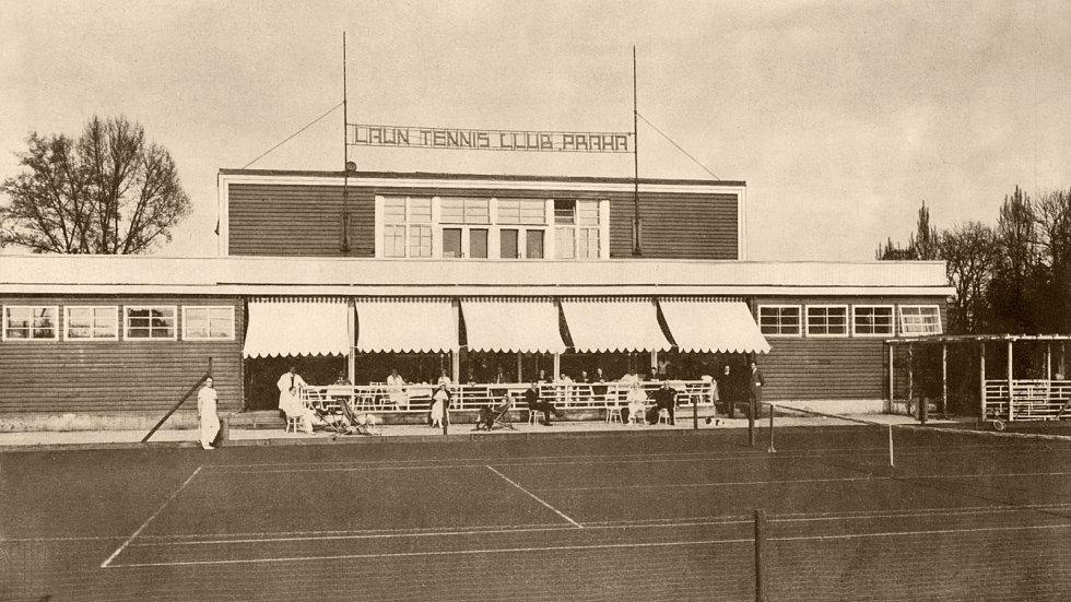 Klubovna LTC Praha ve třicátých letech minulého století.