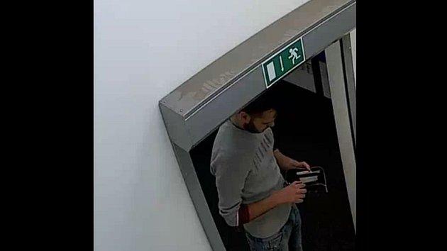 Policie řeší podvod při nákupu mobilních telefonů