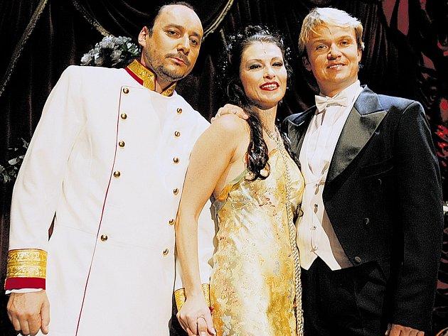 Marián Vojtko (vlevo), Iva Kufková a Aleš Briscein. Hlavní hvězdy Čardášové princezny.