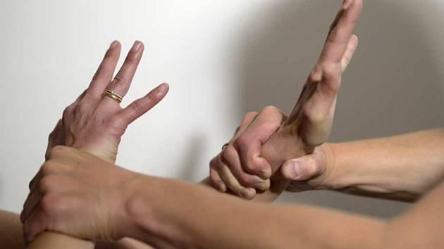 Domácí násilí? Zhoršit ho může i návrat do normálu, říkají odborníci