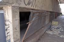 Sebevrah se nacházel v garážích nedaleko Slévačské ulice v Hloubětíně.