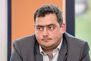 Debata Pražského deníku, která začala na autobusové stanici na Veleslavíně a pokračovala na Terminálu 3 v hotelu Ramada 13. října v Praze. Dolínek