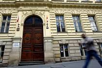 Základní škola u svatého Štěpána ve Štěpánské ulici. Jejímu řediteli nyní hrozí vězení za přechovávání dětské pornografie.