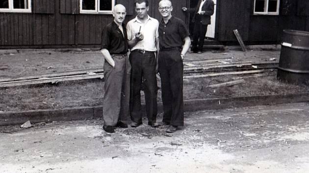Stanislav Čáslavka v brýlích na nucené práci v Berlíně v roce 1943.