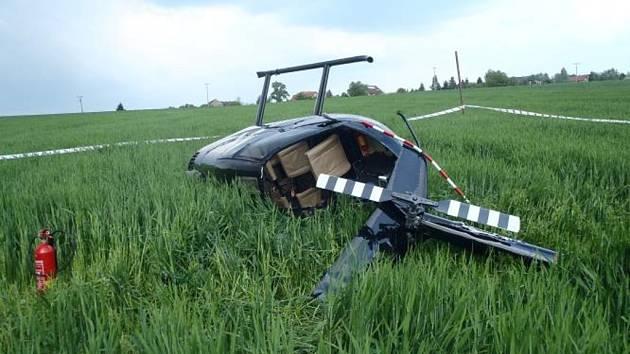 U obce Sulice došlo k pádu vrtulníku, nehoda se naštěstí obešla bez zranění.