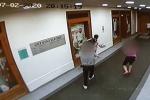 Muž podezřelý z krádeže v lékařské ordinaci.