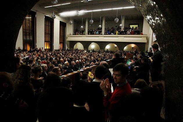 Shromáždění zástupců akademické obce UK proběhlo 19. ledna na půdě pražské Právnické fakulty k reformě vysokých škol.
