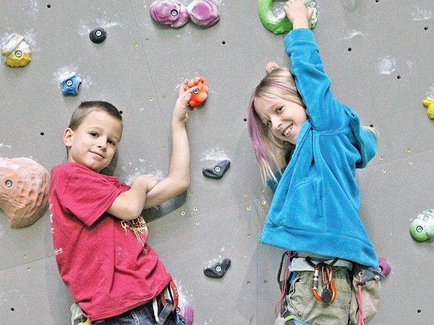 Dvojčata Jáchym a Barbora Zítkovi z Čakovic jsou i ve svém útlém věku jedni z nejlepších lezců své věkové kategorie v Evropě. Oba vyhráli i prestižní lezecký evropský pohár.