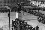 Slavnostní odhalení pomníku padlého hrdiny Josefa Jiřího Švece. Jako mnohé symboly české státnosti ani tato socha neunikla nacistickému režimu.