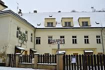 Šatovka je od roku 2011 prázdná. Squatteři zde chtějí vytvořit kulturní centrum. Podle vedení Prahy 6 není budova v současnosti obytná, v plánu je rekonstrukce a vznik bytů.