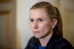 Ministryně školství Kateřina Valachová vystoupila 9. května v Praze na tiskové konferenci společně s Jindřichem Fryčem, státním tajemníkem, ohledně zadržených v kauze zneužívání sportovních dotací.