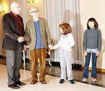 Prezident Václav Klaus přijal na Pražském Hradě amerického režiséra a hudebníka Woodyho Allana s dcerami před jeho pražským vystoupením.