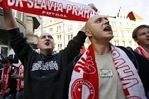 Slávističtí fanoušci čekají na titul od roku 1996. Nyní mají hráči Slávie dvoubodový náskok před Spartou a dveře k titulu jsou tak otevřeny.