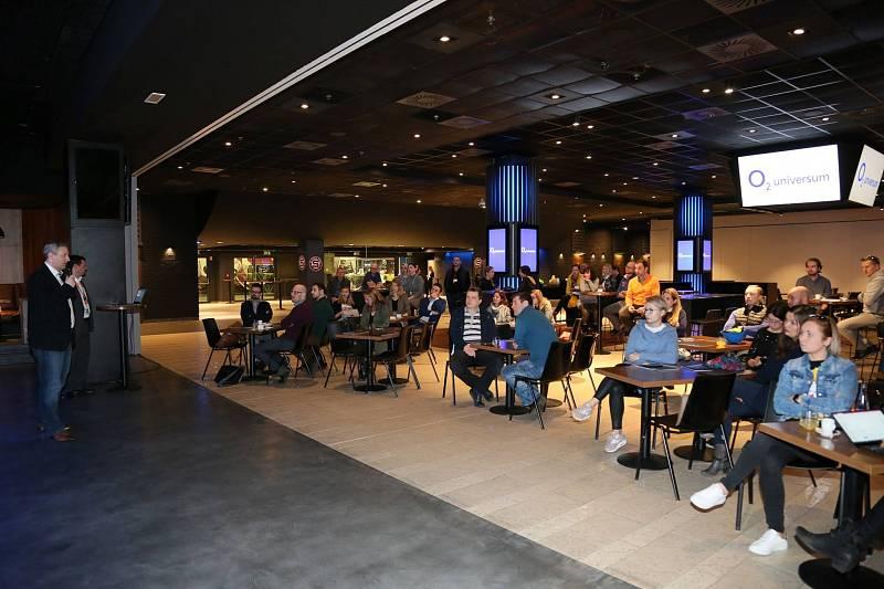 Vedle pražské O2 areny bylo dokončeno mutlifunkční hala a kongresové centrum s názvem O2 universum.