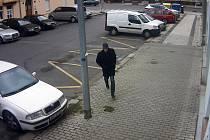 Muž podezřelý z přepadení ženy na Petrohradské ulici v Praze 10.