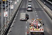 Po rekonstrukci byl 31. srpna zcela otevřen Nuselský most v Praze.