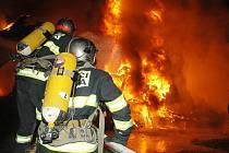 Požár skladu na hlavním nádraží.