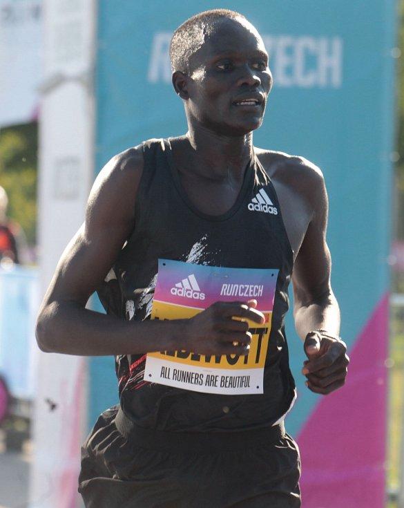 Na Letné se uskutečnil elitní půlmaraton. Mužský závod vyhrál Keňan Kibiwott Kandie.