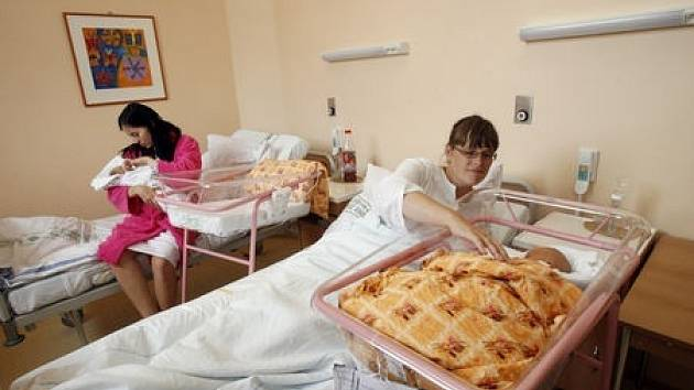 V roce 2008 se v pražských nemocnicích narodilo nejvíce dětí za několik posledních let. Porodnická oddělení tak některé dny doslova praskala ve švech.