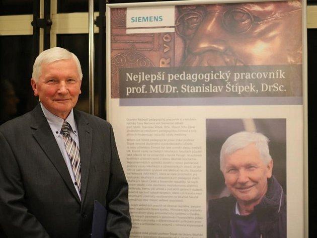 Prestižní Cenu Wernera von Siemense pro nejlepšího vysokoškolského pedagoga obdržel profesor Stanislav Štípek z Ústavu lékařské biochemie a laboratorní diagnostiky 1. lékařské fakulty Univerzity Karlovy v Praze.
