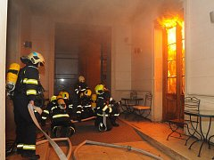 Požár hotelu  v ulici Náplavní v Praze.