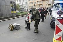 Zásah pyrotechnika u stanice metra Jiřího z Poděbrad.