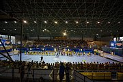 Házenkářské utkání Strabag Rail Extraligy mezi celky HK FCC Město Lovosice  a HC Dukla Praha 8. září v Lovosicích. Plný hokejový stadion v Lovosicích na házené.