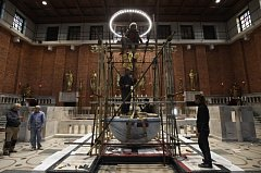 V kostele Nejsvětějšího Srdce Páně v Praze instalovali 14. listopadu 2018 nový oltář.