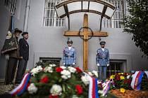 Pieta. Právničku Miladu Horákovou oběsili za špionáž a velezradu 27. června roce 1950.