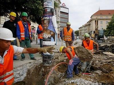 ZAVŘENÁ KŘIŽOVATKA. Až do listopadu se tramvaje vyhýbají průjezdu na Palackého náměstí, křižovatka prochází rozsáhlou rekonstrukcí.