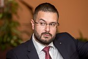 Debata Pražského deníku, která začala na autobusové stanici na Veleslavíně a pokračovala na Terminálu 3 v hotelu Ramada 13. října v Praze. Moroz