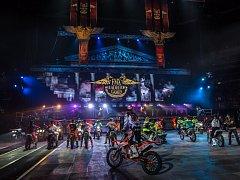Z freestylové motokrosové akce FMX Gladiator Games v pražské O2 areně.