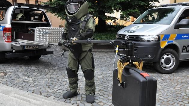 Z prezentace Pyrotechnické služby Policie ČR v Praze.