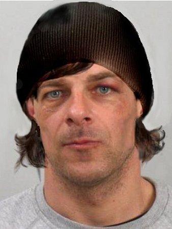 Pražská policie zveřejnila digitálně upravenou podobenku uprchlého vězně Jana Nováka, kterého kriminalisté označují jako velmi nebezpečného lupiče. Záběry by měly odpovídat současné realitě – snímek svlasy je podle dostupných informací nejvěrnější.