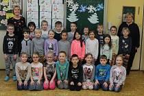 ZŠ Písnická třída 1.A - ředitelka školy Mgr. Eva Čulíková (vlevo) a vychovatelka Vlasta Bohoňková, třídní Mgr. Martina Křížová chybí.