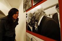 Tenkrát na Východě. Výstava, která veřejnosti zprostředkovává díla známých i neznámých dokumentárních fotografů z období 1948 – 1989, potrvá v prostorách Domu U Kamenného zvonu až do 3. ledna příštího roku.