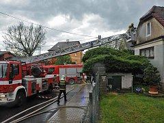 Požár střechy v Horních Počernicích.