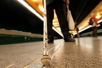 Nevidomý v metru. Ilustrační foto.