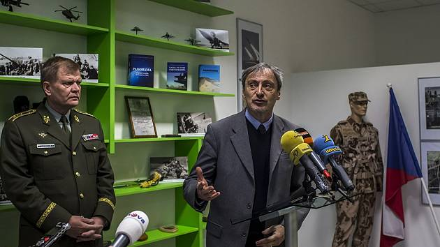 Otevření armádního Rekrutačního střediska Čechy za účasti ministra obrany Martina Stropnického a náčelníka Generálního štábu Josefa Bečváře.