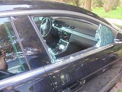 Muži se v Praze vloupali do více než padesáti vozidel a způsobili škodu skoro jeden a půl milionu korun.