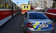 Po srážce s tramvají v pražských Řepích skončila žena v nemocnici.