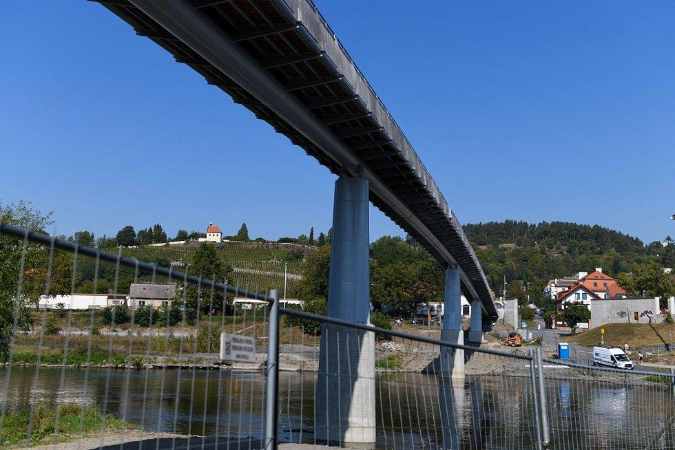 Zatěžovací zkoušky nové lávky v Troji v Praze 22. září 2020.