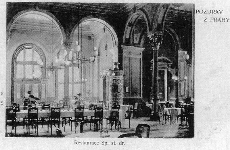 Dobová pohlednice ukazuje podobu císařské jídelní 1. třídy.