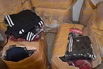Pražští celníci zajistili padělky textilu a parfémů za více než 56 milionů korun.