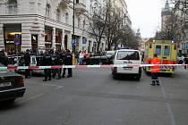 PŘESTŘELKA ZA BÍLÉHO DNE. V sobotu 8.března byla Pařížská ulice v centru Prahy svědkem střelby, při níž byli zraněni dva cizinci.